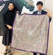 武騎手に記念のスカーフ