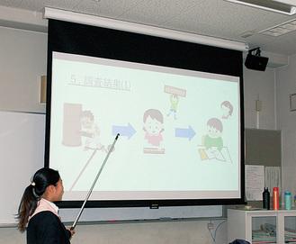 自らの研究を発表する生徒
