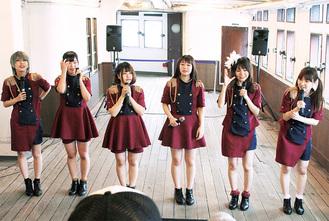 氷川丸でライブを行ったポニカロードのメンバー