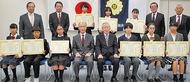 「税の標語」入賞12人表彰