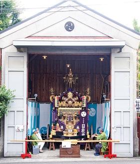 神輿庫で展示された大神輿