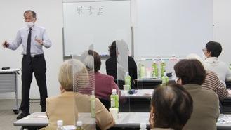 発酵について語る川松さん(左奥)