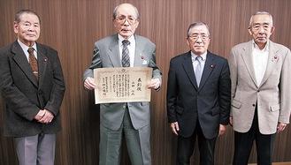 山田さん(左から2人目)と選挙管理委員
