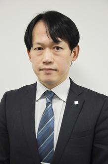 インタビューに応じる窪田副社長