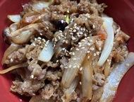 横浜橋通商店街そばの韓国料理店のプルコギ丼が安くてうまい 豊富な種類のキムチも販売