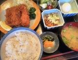 メニュー豊富な「伊達乃屋」のまぐろかつ定食は食べ応えあり