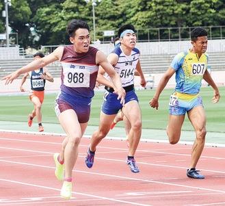 5月の県大会決勝での野間さん(手前)