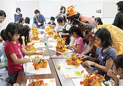 子どもが花装飾作り