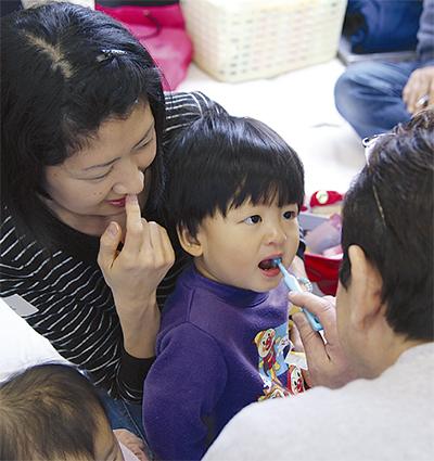 乳幼児の歯をチェック