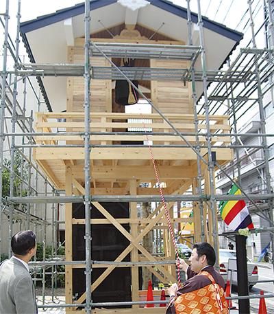区内初の「鐘楼門」完成