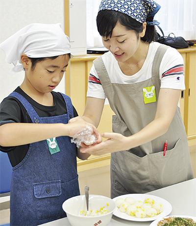 親子で料理に挑戦