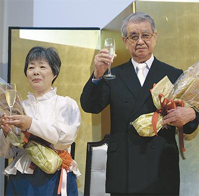 安藤さんの受章祝う