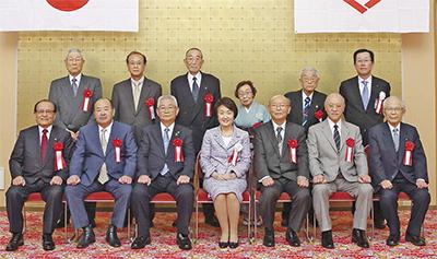 永年在職13人を表彰