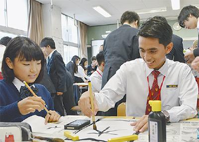 書道で日本文化伝える