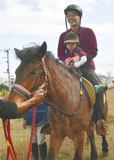 小児病院で親子乗馬体験