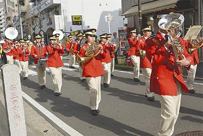 パレードで安全・安心訴え