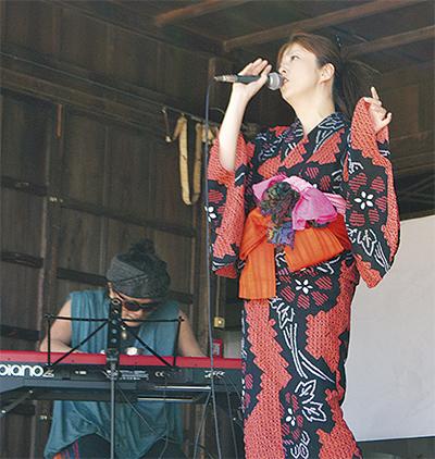 矢口さん、横浜の歌で魅了