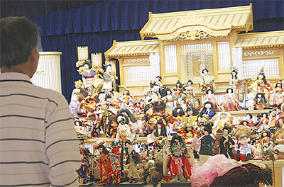 葬祭ホールで人形供養