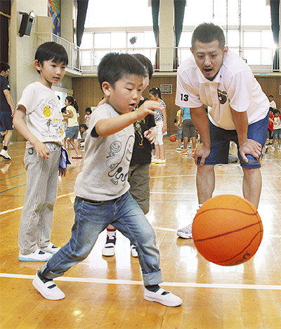 南太田小にビーコル選手