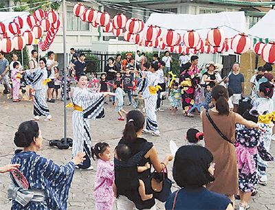 祭りで盆踊り指導