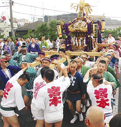 住吉神社に神輿集結