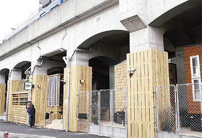 京急高架下に宿泊施設