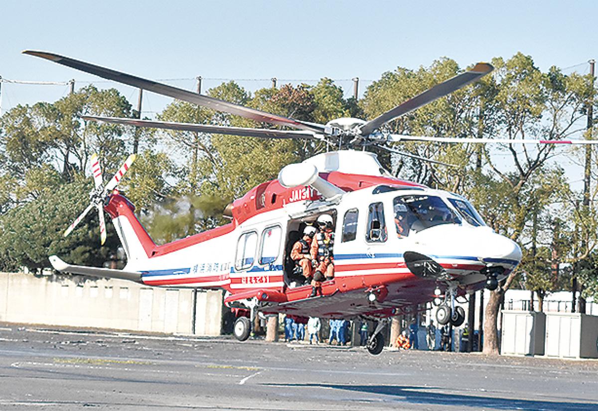 離陸する消防ヘリ