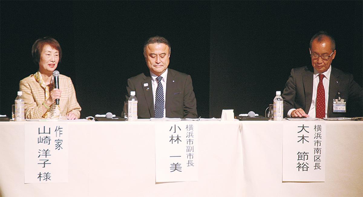 発言する山崎さん(左)