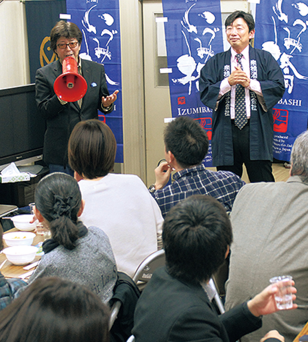イベントで話す君嶋さん(左)