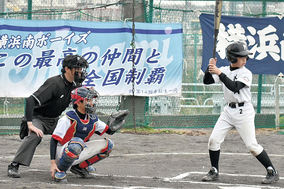打席に立つ本大岡少年野球部の選手