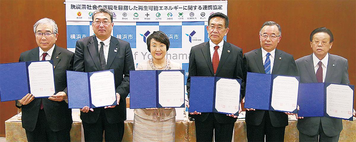 連携協定を結んだ林市長(左から3人目)と東北地方の首長
