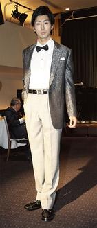 和田さんが出品したアダルトのためのフォーマルウエアー