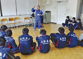トレーナーの仕事を教わる生徒達