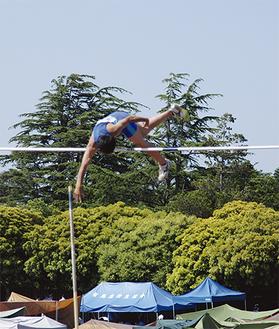 4m91cmを記録した県高校総体でのジャンプ(5月18日・横浜三ツ沢競技場)