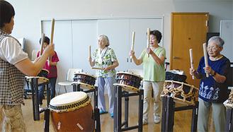 練習に励む「どんどこ太鼓」のメンバー