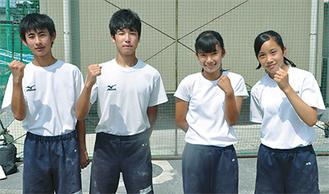 左から林飛優さん(上菅田中学校・3年)棒高跳、岡部壱冴さん(同)棒高跳、岡村美里さん(同)100mH、石塚瞳子さん(同)100mH