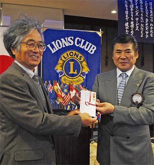 加藤会長(右)と高山理事長