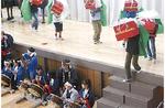 90人ほどの児童が地域に伝わる「川島囃子」を披露した