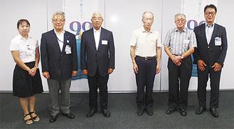 表彰された内藤会長(左から3番目)と木村会長(右から2番目)