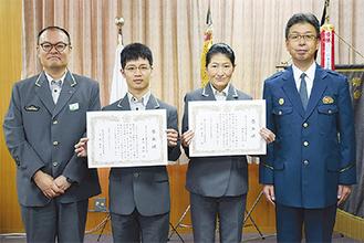 左から西川助役、岩田さん、須藤駅長、森元署長