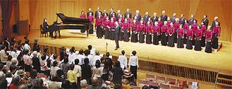 最後は聴衆も一体となり「区の歌」を大合唱した