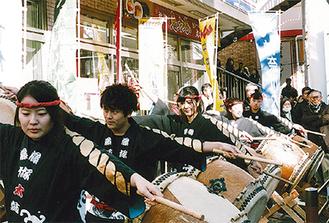 和太鼓演奏で盛り上げる(写真は昨年)