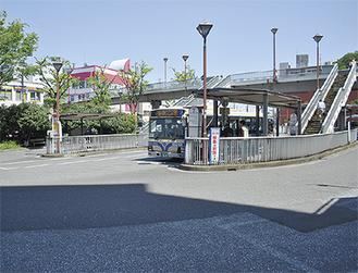 保土ヶ谷駅東口のバスロータリー