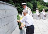 英連邦戦死者墓地で追悼