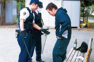 強盗訓練での検挙のようす