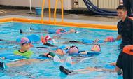 着衣泳法を学ぶ
