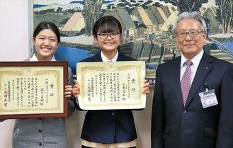 表敬訪問した小野さん(中央)と道下さん(左)