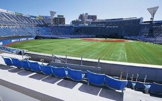 外野スタンド側から球場内を見渡せる「ドリームゲートスタンド」も新設した(写真は工事中のもの)