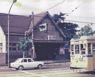 保土ヶ谷駅東口を走る市電(昭和45年頃)=横浜都市発展記念館所蔵