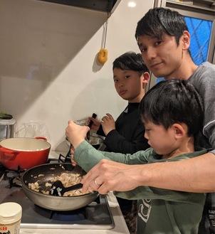 親子で楽しみながら調理した